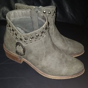 Bare traps booties 7.5